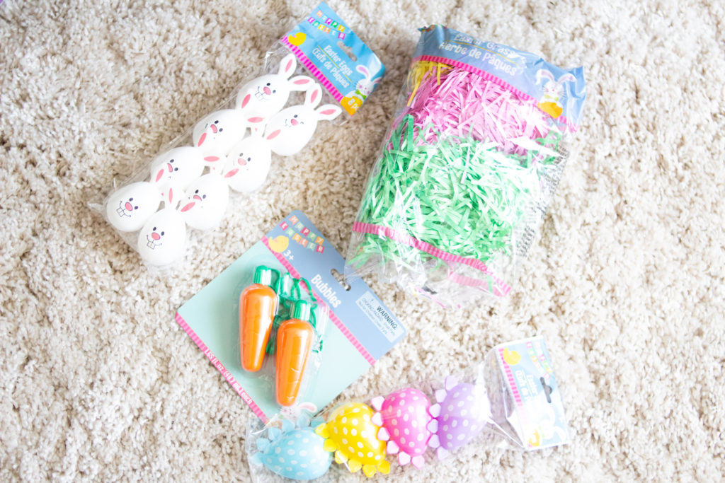 Easter Baskets don't have to break the bank. Check out these Budget Friendly Easter Basket Ideas to create a beautiful basket for your kids #Easter #EasterBasket #EasterBaskets #Baskets #budgetfriendly #holidays #holidaysavings #easterbunny #momlife
