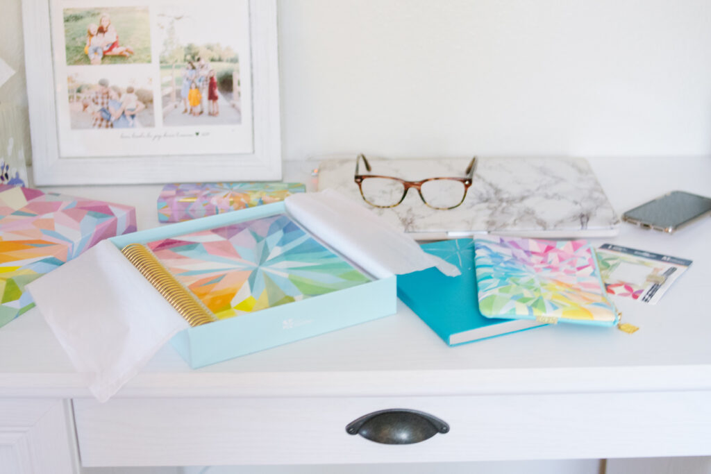 Organization is key as a mom of four. There are so many things I can't forget. #AD With these 5 tips and my Erin Condren planner I manage to keep as organized as I can. #organization #stayorganized #plan #planner #organizing #momlife #stayorganized #lifeplanner #planning #plan #momtips #tipsformoms #declutter